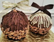 GOURMET CARAMEL CHOCOLATE-DIPPED APPLES @thesimplechocolatier